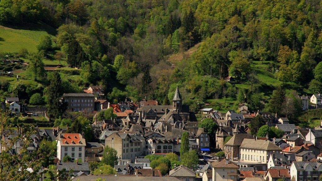 Vue de Vic sur Cère Cantal Auvergne