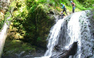 Canyoning randonnée aquatique rivière Cantal