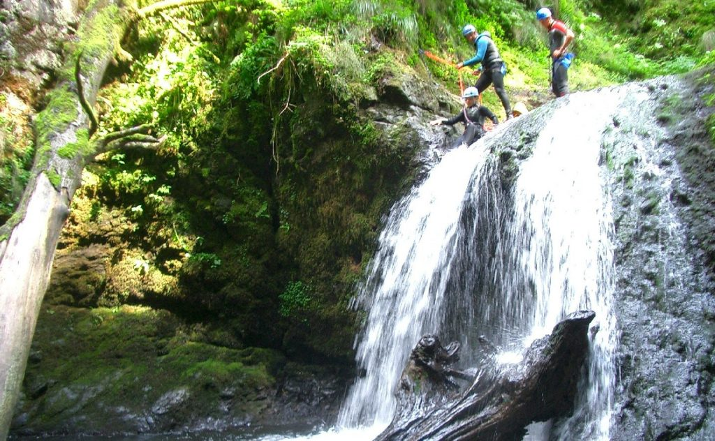 Canyoning randonnée aquatique cantal auvergne