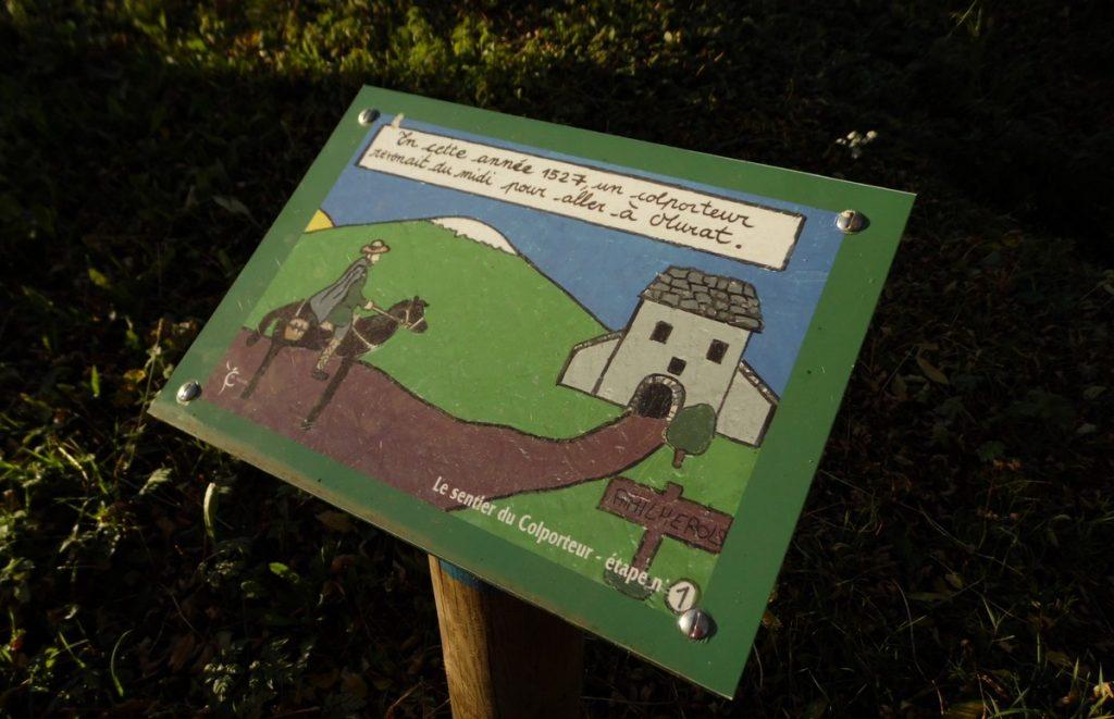 Sentier du colpoteur balade en famille à Pailherols Cantal Auvergne