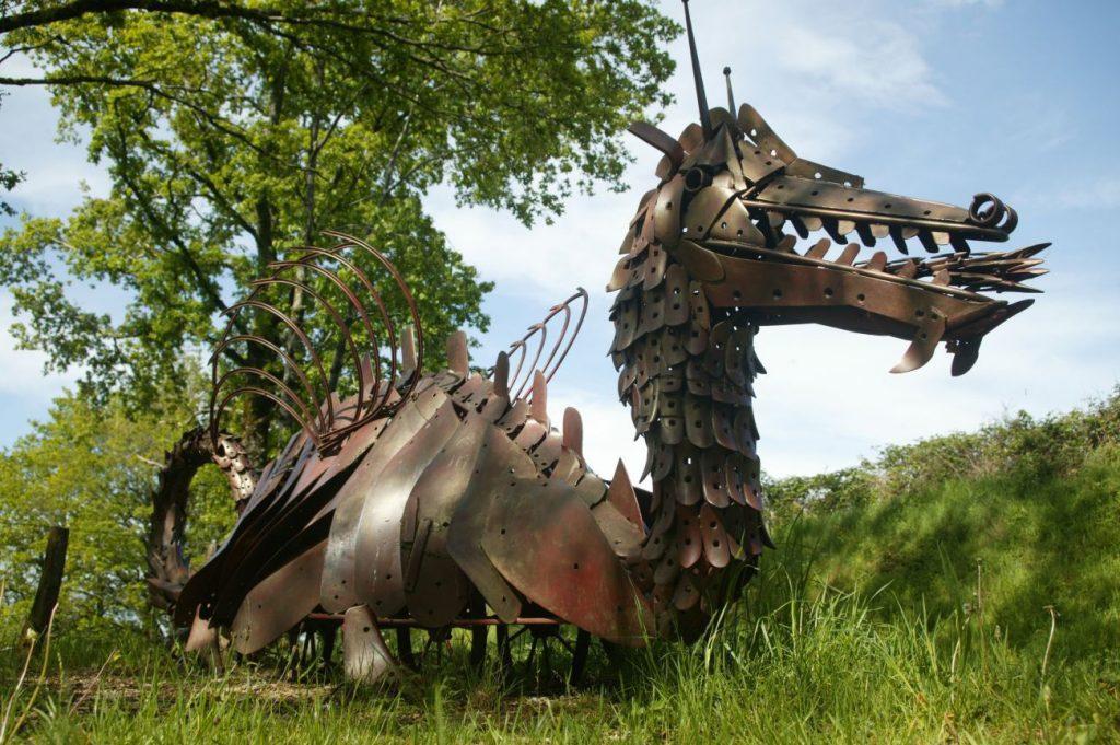 Sentier de l'imaginaire dragon de Murols Aveyron Cantal Auvergne
