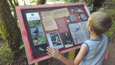 Enfant au Pas de Cère dans le Cantal