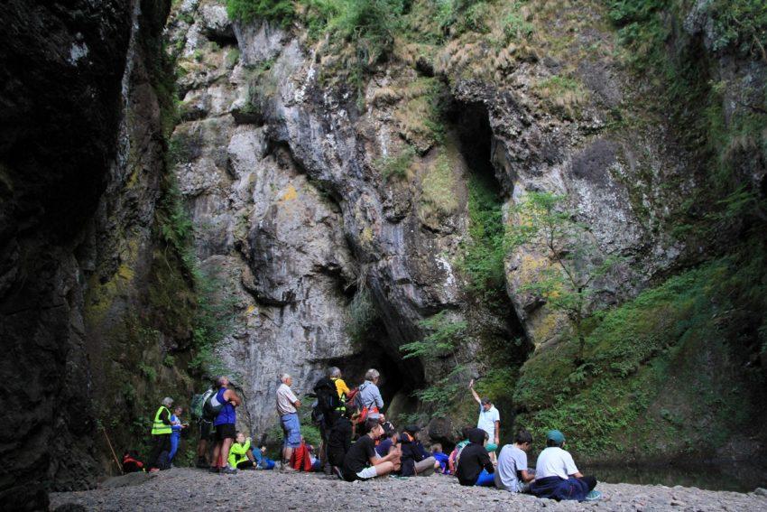 balade contée dans les gorges du pas de cère Vic sur Cere Cantal Auvergne