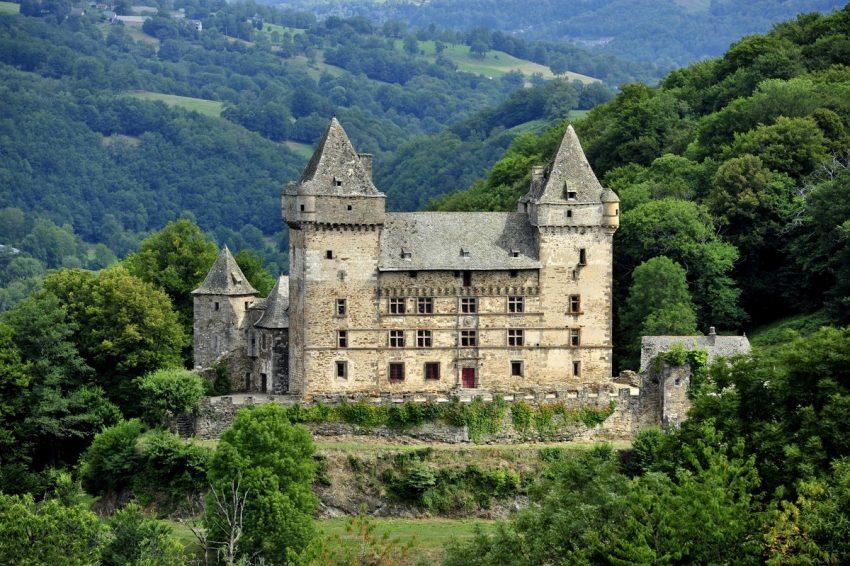 messilhac-chateau-cantal-auvergne-patrimoine
