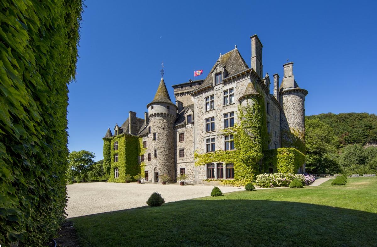 Chateau de Pesteils à polminhac dans le cantal