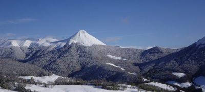 Le Puy griou enneigé dans le cantal