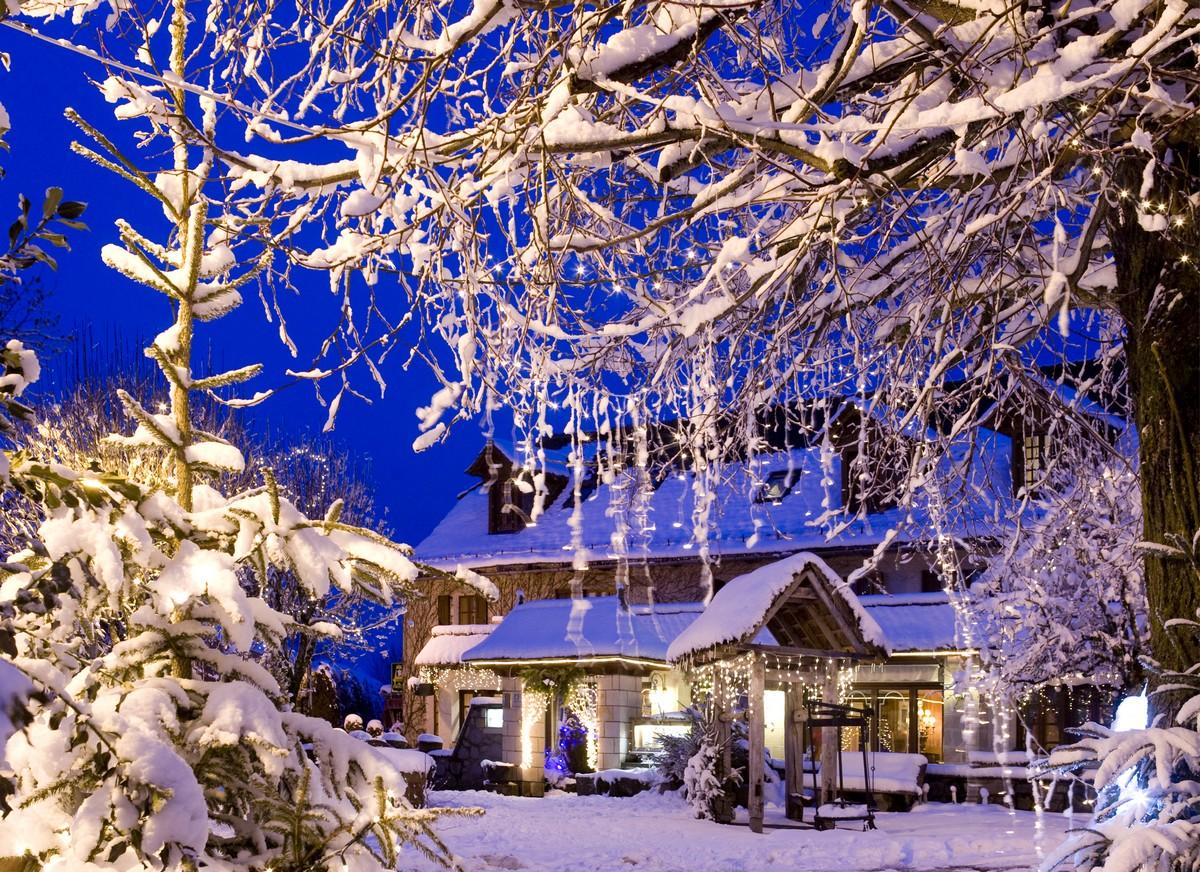 auberge-montagne-pailherols-cantal-auvergne-neige