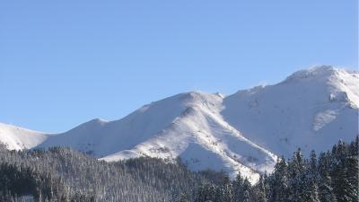 Monts du Cantal enneigés hiver