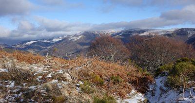 Sur le GR vers l'Elancèze dans le Cantal