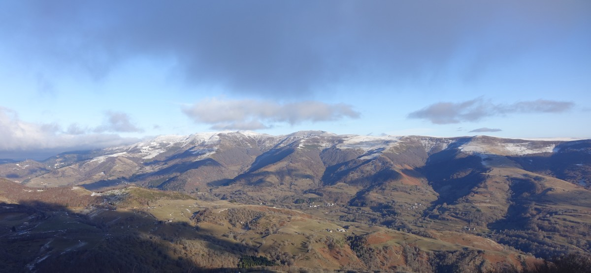 vue-massif-hiver-cantal-auvergne