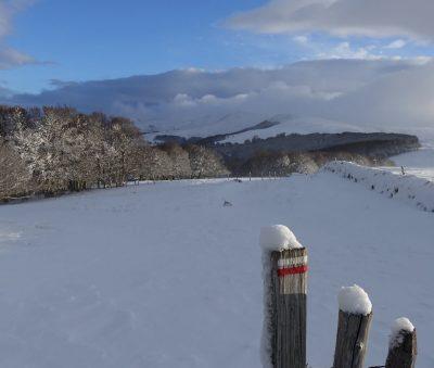 la tuillere thiézac cantal en hiver