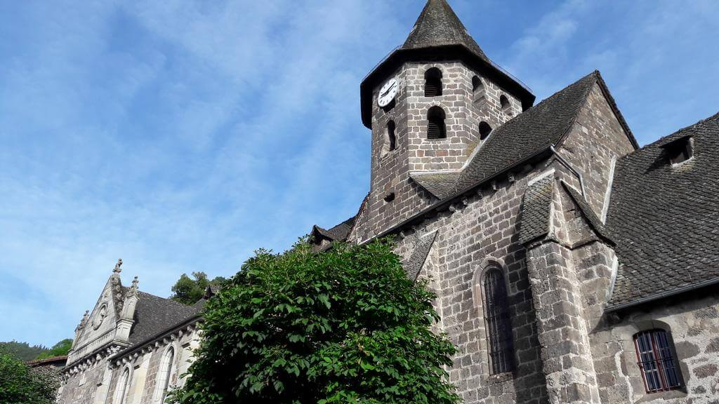 eglise St Pierre Vic sur Cère Cantal