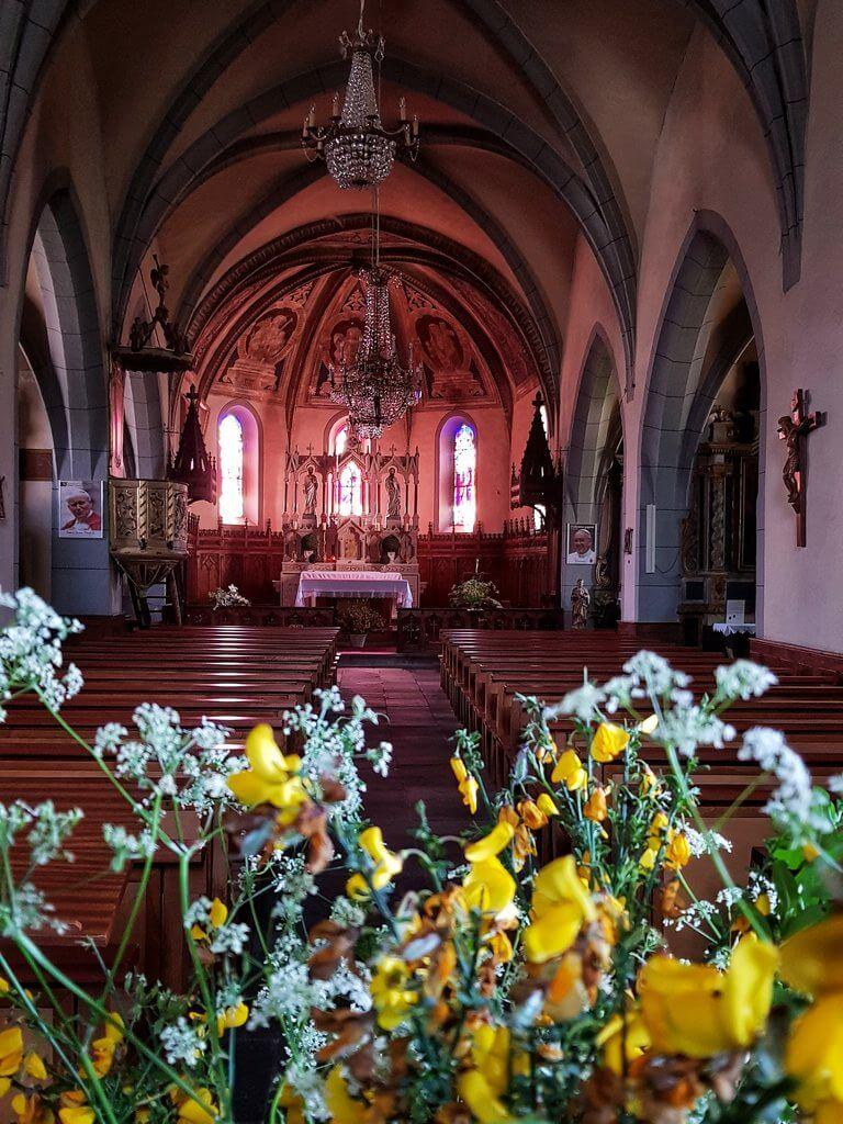 intérieur de l'Eglise de Raulhac Cantal Auvergne