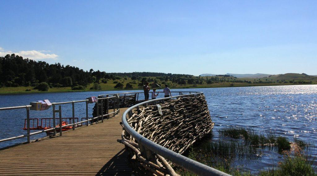 Macizo de la Pinatelle y lago Pêcher Auvergne France