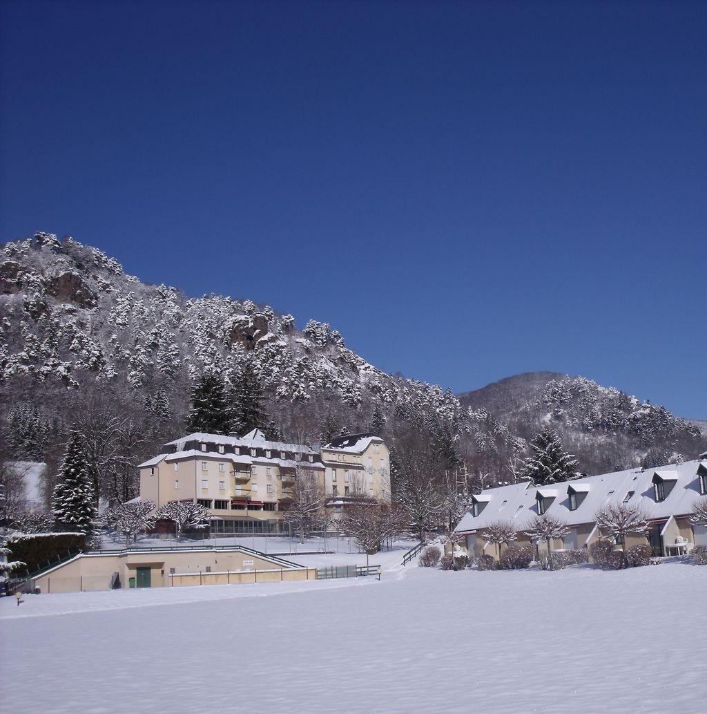 Family Hotel Vic sur Cère Cantal Auvergne en hiver