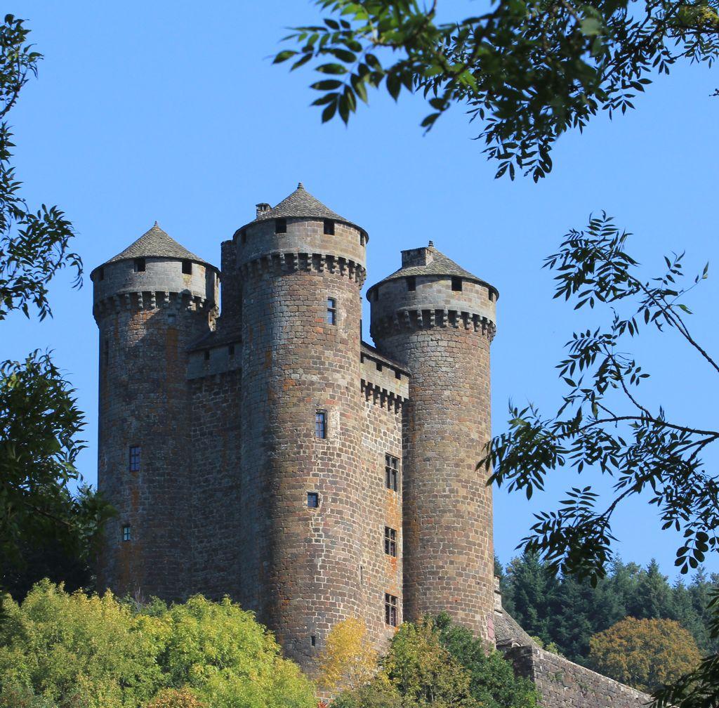 chateau anjony tournemire pres de salers dans le cantal
