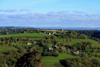 Rocher de Ronesque dans le Cantal en Auvergne