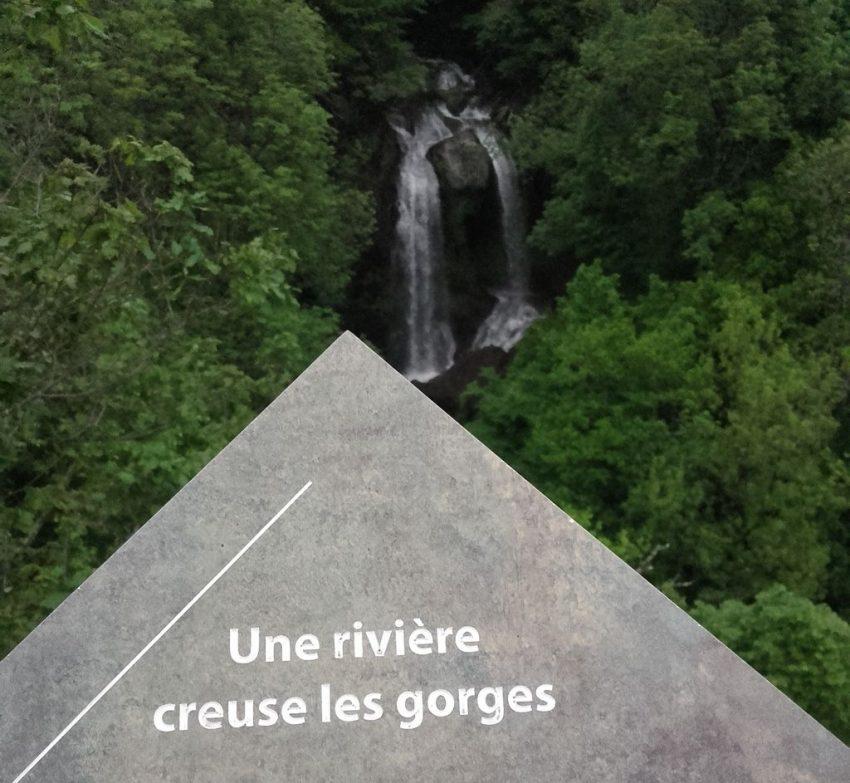 Cascade de la Roucolle à Thiézac en Auvergne