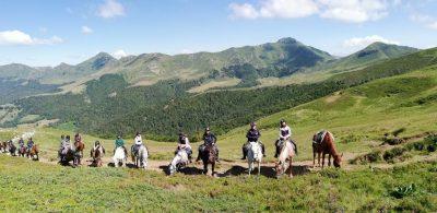 rando à cheval dans le Cantal avec Cheval Découverte en Auvergne