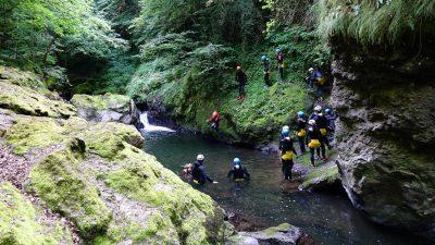 canyoning dans le Cantal sensations pleine nature