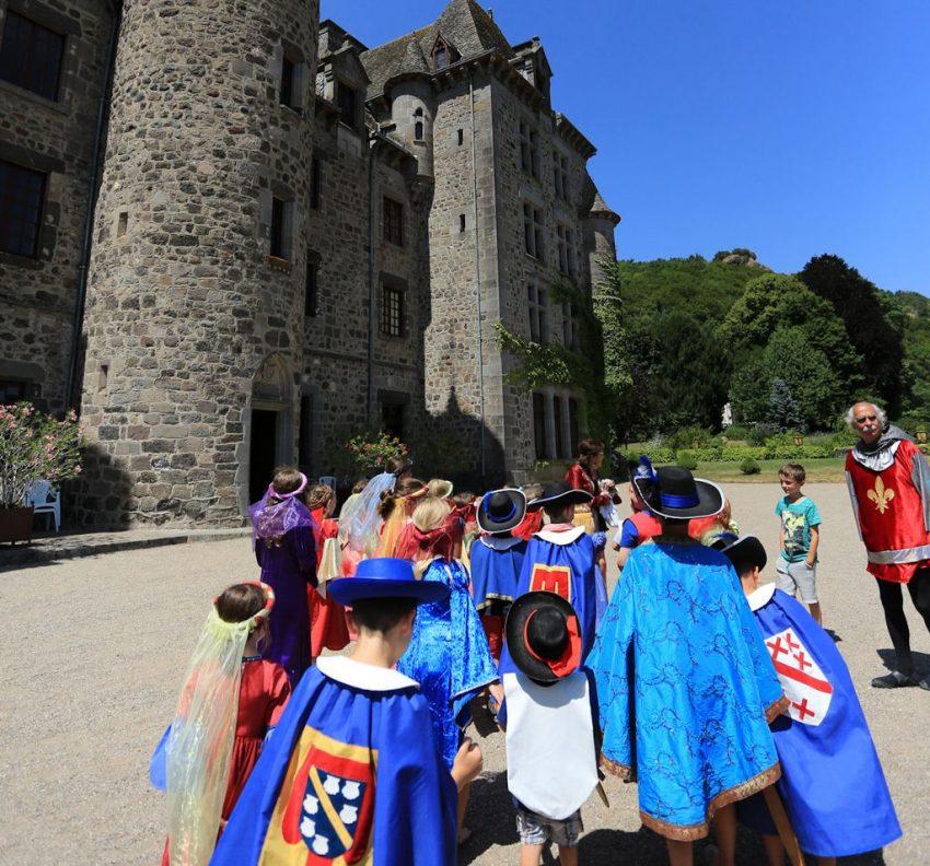 animations pour les enfants au Château de pesteils dans le cantal